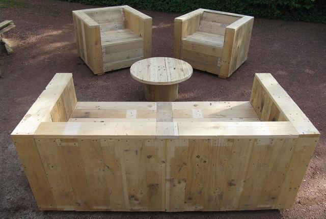 Mobili da giardino con pallet