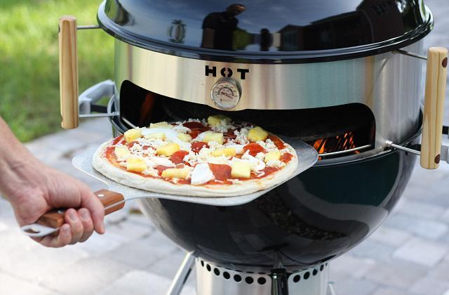 Cucinare la pizza nel barbecue