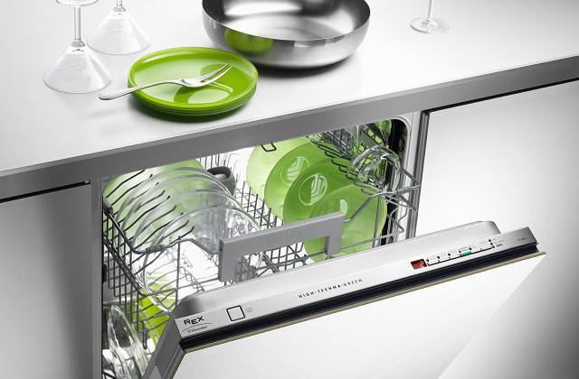 Come usare (bene) la lavastoviglie ed evitare gli sprechi