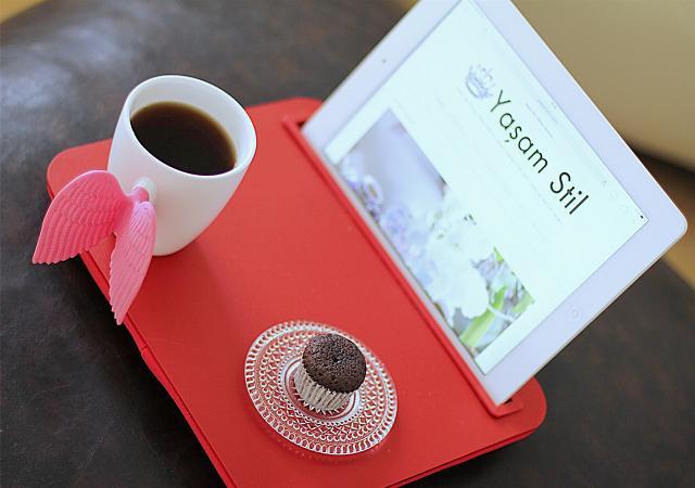 Un vassoio con supporto per il nostro tablet