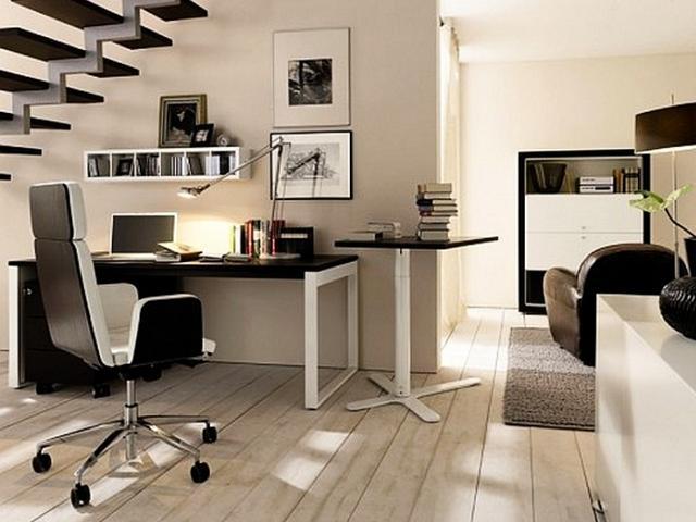 Scegliere la scrivania giusta per l'angolo studio