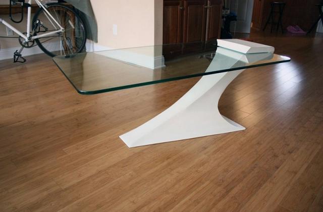 Il tavolo di cristallo in equilibrio di Brian Kuchler
