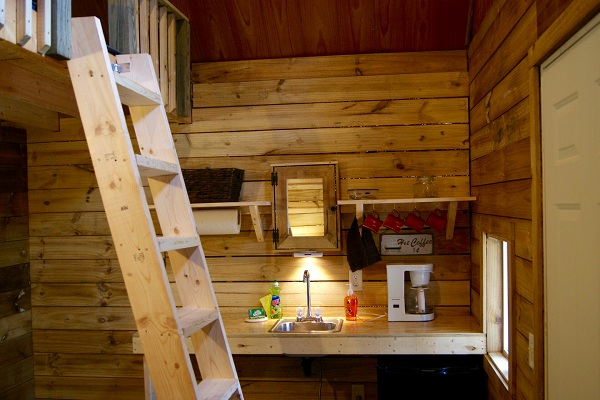 La mini casa che contiene otto stanze in una sola
