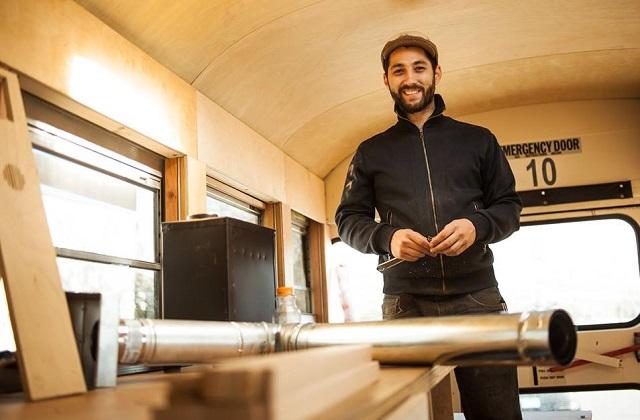 Hank Butitta ha trasformato un bus in una casa