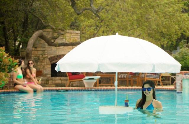 Ombrellone galleggiante da piscina