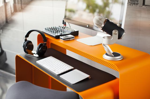 Una scrivania piccola e spaziosa