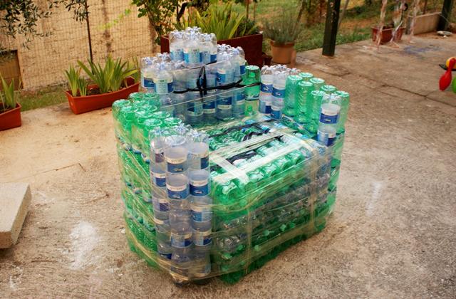 Poltrona Bottiglie Di Plastica.Come Farsi Una Poltrona Di Bottiglie Di Plastica Pagina 2 Di 3