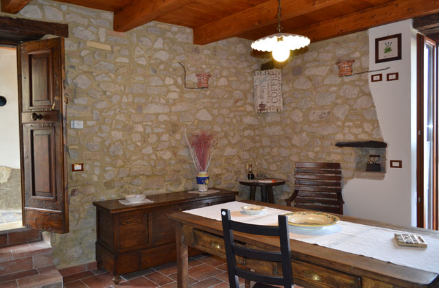 Arredare la taverna in stile rustico o country for Arredare una taverna
