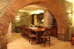 Trasformiamo la cantina in una taverna accogliente for Arredare una taverna rustica