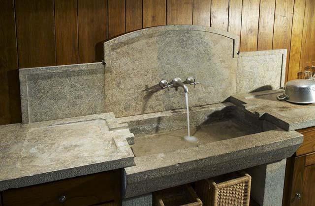 lavandino cucina pietra