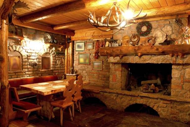 Trasformiamo la cantina in una taverna accogliente for Arredamento casa rustica