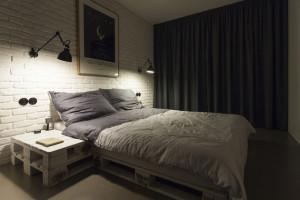 Una camera da letto originale con i pallets