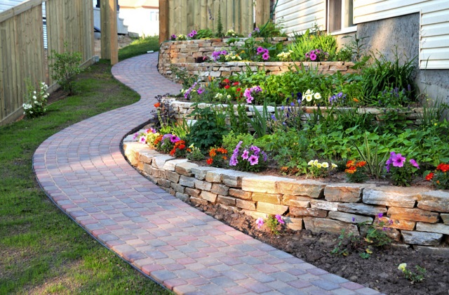 Pavimenti in pietra naturale per giardini: quale scegliere?
