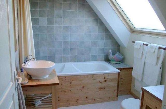 vasca nel bagno in mansarda