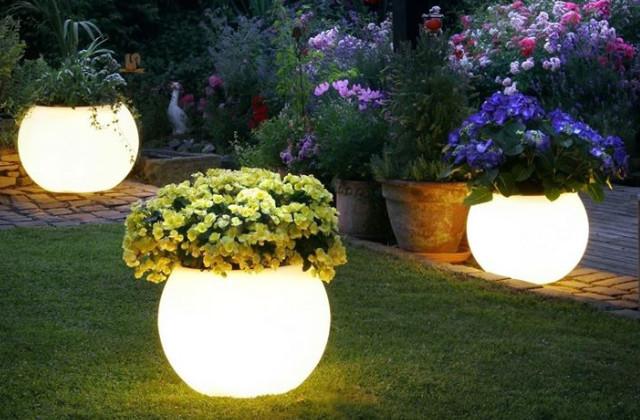 illuminazione a terra in giardino