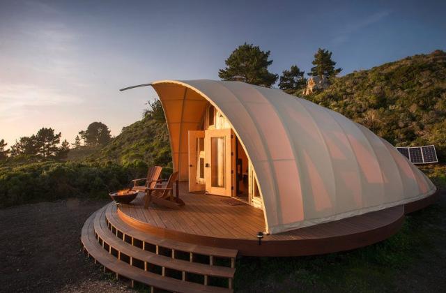 tenda di lusso su base lignea