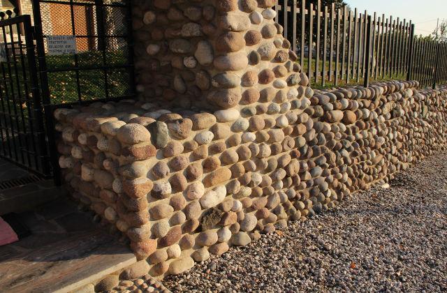 Decorare il giardino con un muro di pietra facile e - Decorare un muro ...