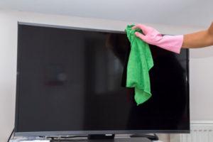 Quali sono i consigli per pulire un televisore LCD senza danni