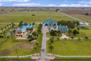 AAA – Vendesi villa in Texas con piscina extra-large