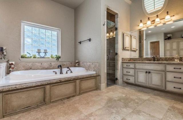 ampio bagno interno della villa