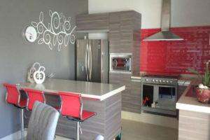 Cucine con isola (e penisola) per case piccole